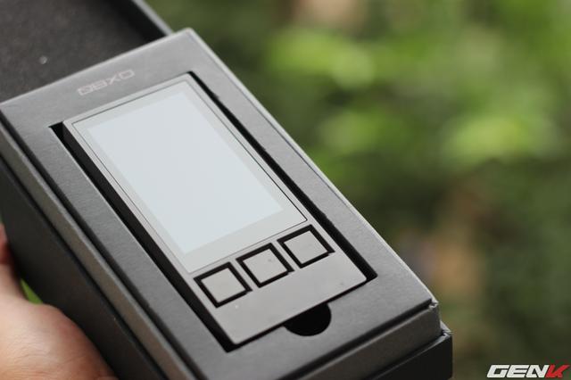 Mở hộp, iBasso DX80 xuất hiện với tông màu đen mạnh mẽ, tinh tế
