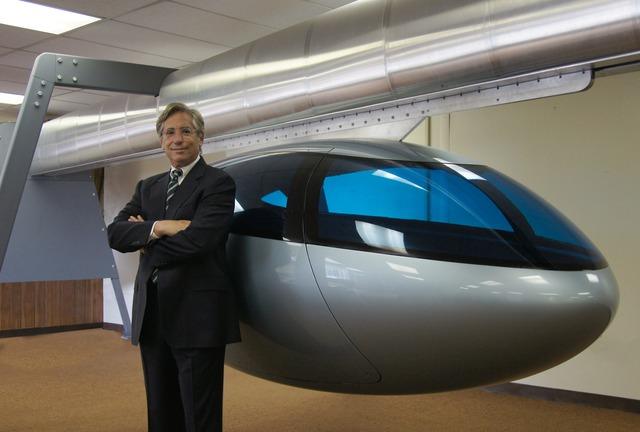 CEO Jerry Sanders của SkyTran.