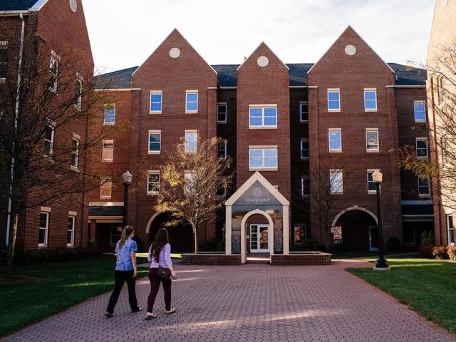 Trường đại học Roanoke, nơi McAfee từng theo học.