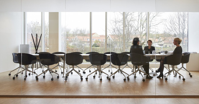 Rất nhiều phòng họp sử dụng ánh sáng tự nhiên.