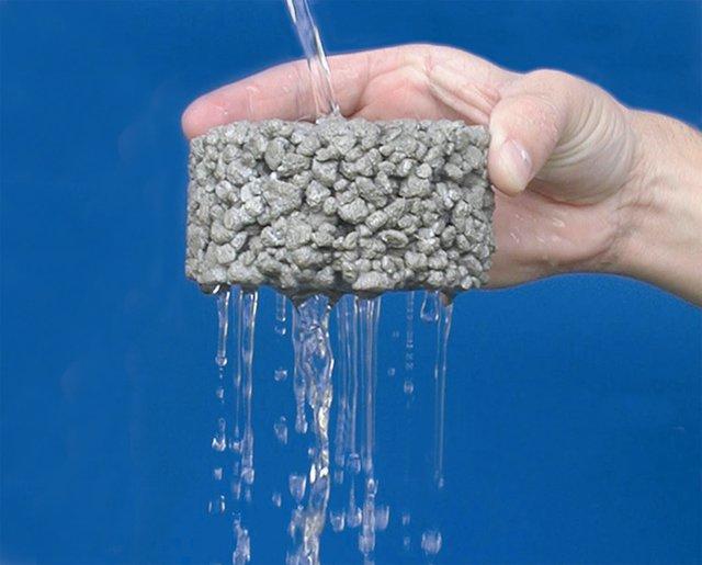 Bê tông tiêu thấm được dùng làm đường giao thông nhờ khả năng thấm nước của mình.
