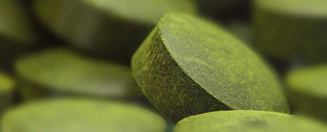 Rất nhiều loại thực phẩm chức năng chứa tinh chất cải xanh được tổng hợp thành viên nén.