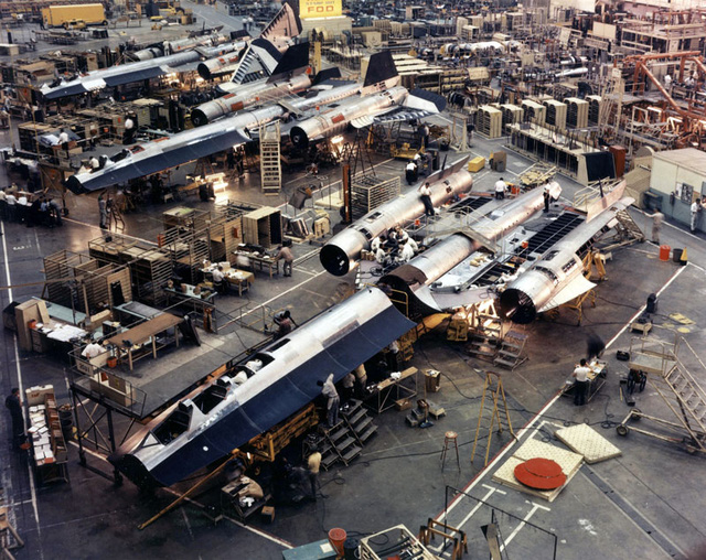 Máy bay SR-71 đang được lắp ráp tại Skunk Works