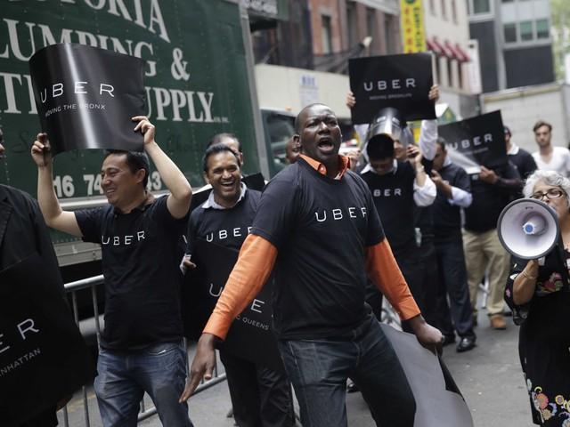 Hình ảnh tài xế Uber đòi danh phận cho họ.
