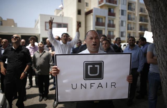 Rất nhiều sự phản đối dành cho Uber trong thời gian vừa qua.