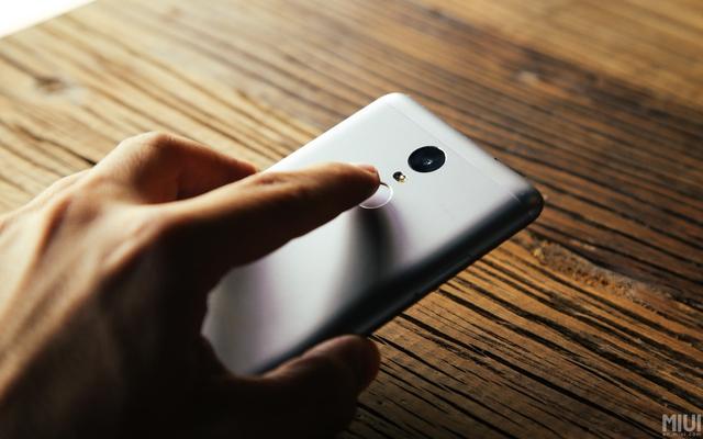 Với mức giá chính hãng từ 3,2 tới 4 triệu đồng, việc Redmi Note 3 được trang bị cảm biến vân tay thực sự là một bất ngờ lớn.