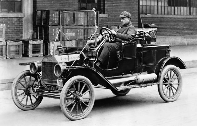 Ford Model T là hiện tượng của ngành công nghiệp sản xuất ô tô trong lịch sử.