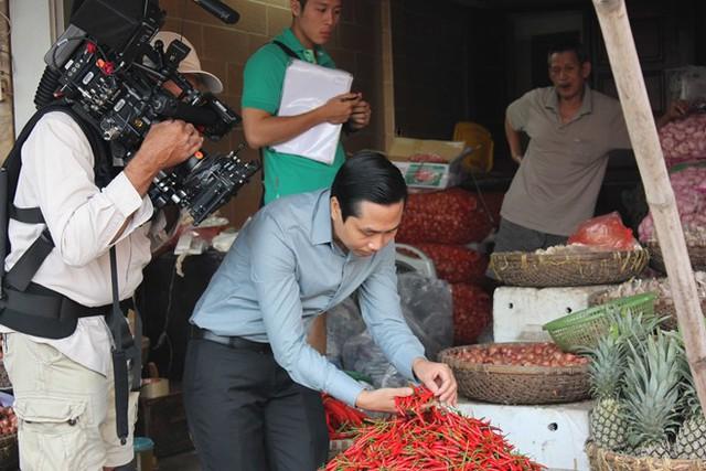 Ngoài những giải thưởng, bằng khen vinh danh, cơ sở chế biến cá kho của anh Toàn còn được chọn là một trong 3 địa điểm ở Thái Bình Dương mà Google về quay clip, quảng bá thương hiệu đặc sản món ăn ngon của Việt Nam. Ảnh: M.Lan.