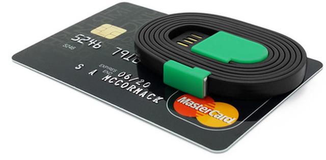 Dây sạc Spooly còn nhỏ hơn cả thẻ tín dụng.