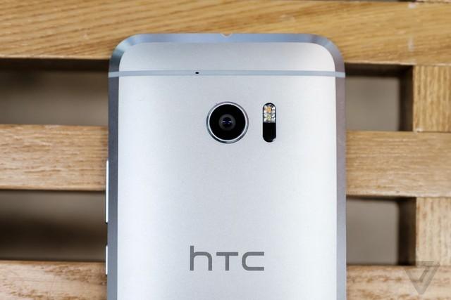 Giá bán cao ngút của HTC 10 chính là rào cản lớn nhất với người dùng