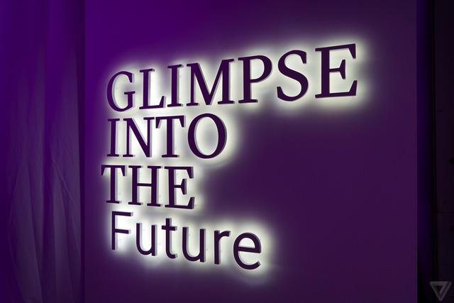 Chơi chữ rất khéo: Glimpse Into The Future - nghĩa là chúng tôi hướng đến tương lai, nhưng cũng có thể hiểu là đợi vài năm nữa nhé!