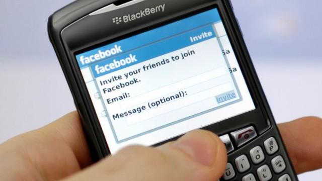 Rất nhiều người dùng BlackBerry đã tỏ ra bức xúc với quyết định trên.