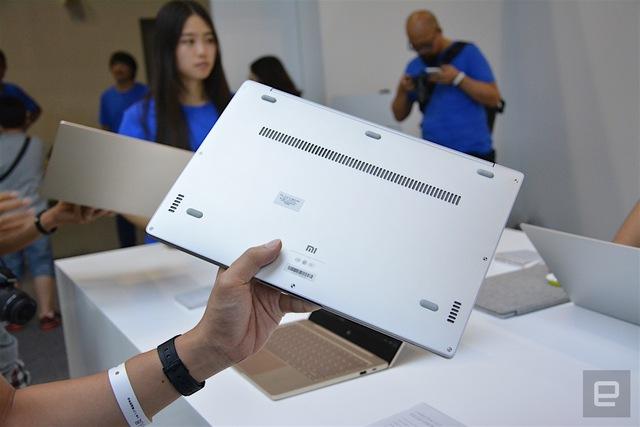 Xiaomi Mi Notebook Air có khe tản nhiệt đặt bên dưới