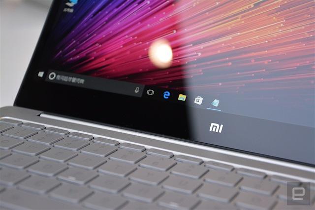 Logo Xiaomi chỉ xuất hiện trên màn hình máy, rất ít chi tiết về Xiaomi được tìm thấy trên laptop Mi Notebook Air