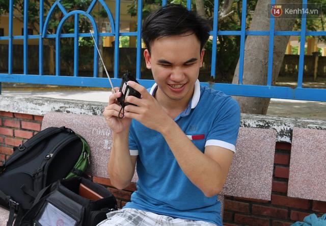Dù bị khuyết tật nhưng chàng trai này luôn lạc quan, yêu đời.