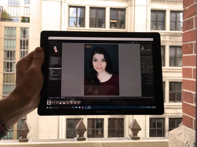 Photoshop Lightroom vẫn chạy mượt mà trên Galaxy TabPro S của Samsung.