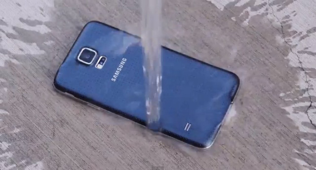 Galaxy S5 vẫn sống sót sau 7 tháng dầm mưa, dãi nắng - Ảnh minh họa.