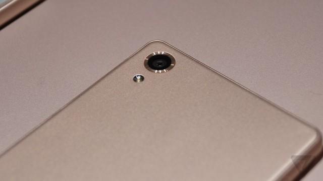 Tin chắc rằng, phiên bản màu hồng sẽ khiến nhiều người dùng có cách nhìn khác với dòng Xperia của Sony.