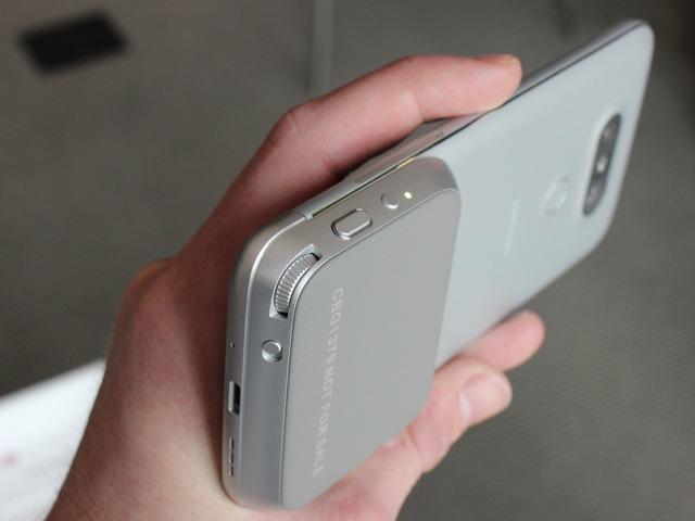 Module Cam plus lắp ghép vào LG G5 giúp người dùng chụp ảnh chuyên nghiệp hơn.