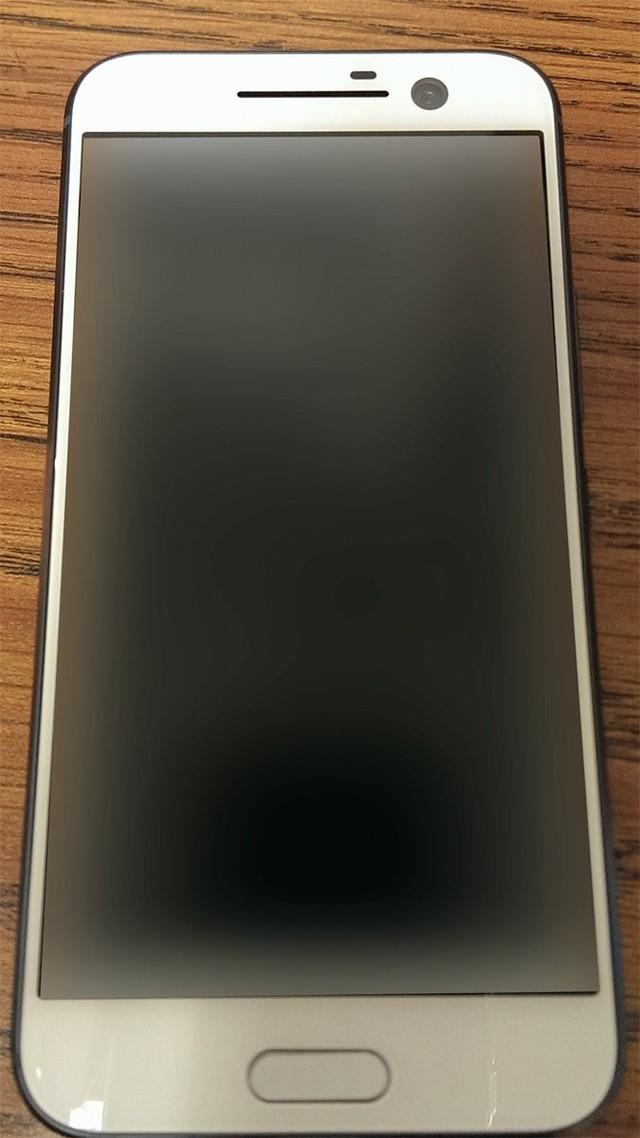 HTC One M10 phiên bản màu trắng.