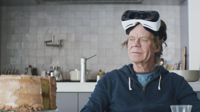 Ngoài ra Macy còn cho chúng ta thấy làm thế nào để sử dụng kính thực tế ảo Samsung Gear VR đúng điệu