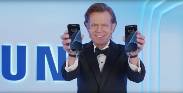 Nam diễn viên người Mỹ William H. Macy giới thiệu liền lúc 2 chiếc smartphone đầu bảng của Samsung năm 2016 là Galaxy S7 và Galaxy S7 edge.