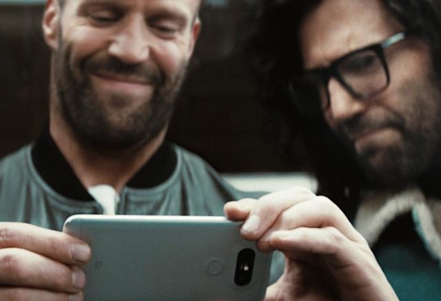 Trong clip quảng cáo LG G5, một mình Statham đóng cả vai chính lẫn vai phụ