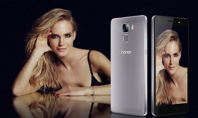 Nữ ca sĩ xinh đẹp người Nga Glukoza quảng cáo cho Huawei Honor 7