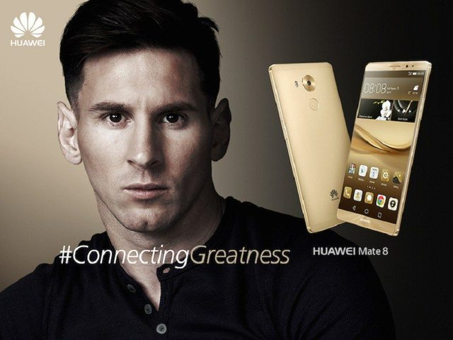 Cầu thủ Lionel Messi và điện thoại thông minh Huawei Mate 8
