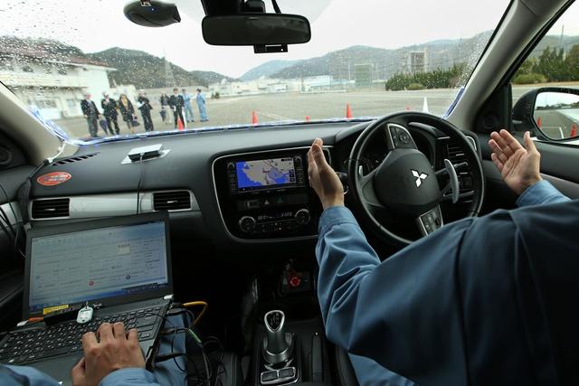 Bên trong xe tự lái của Mitsubishi