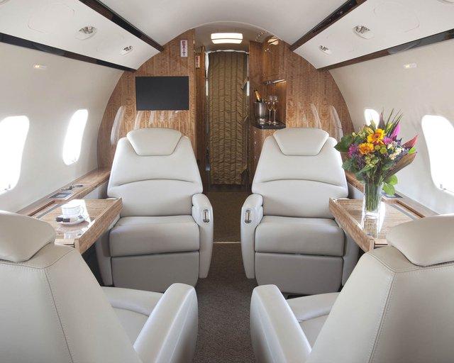 Nội thất của chiếc máy bay Challenger 300