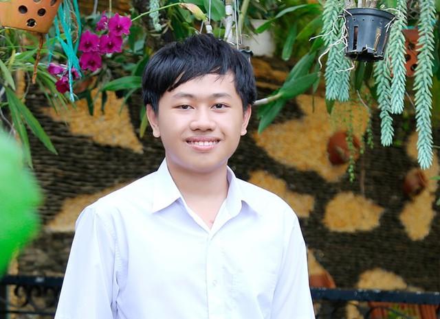 Nguyễn Anh Khoa cho biết mỗi ngày chỉ kịp ngủ 4-5 tiếng. Thời gian còn lại để đi học và làm phần mềm. Ảnh: Nhân vật cung cấp.