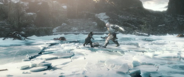 """Trong """"The Hobbit: Đại chiến của 5 cánh quân"""", thực chất Richard Armitage với người Orc không đánh nhau trên những tảng băng trôi tròng trành…"""