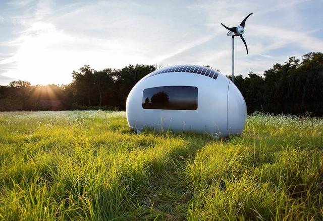 Ecocapsule hiện đang được rao bán với giá 87.000 USD được thiết kế tương tự như hình dạng quả trứng thuận tiện cho việc giữ nhiệt và hứng nước mưa sử dụng trong sinh hoạt.