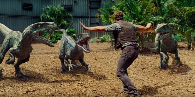 """Những con khủng long xuất hiện trong bộ phim """"Thế giới khủng long"""" không hoàn toàn là sản phẩm của công nghệ CGI (công nghệ mô phỏng hình ảnh bằng máy tính)."""