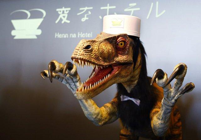 Tuy nhiên, chú khủng long này không làm được công việc dọn phòng.