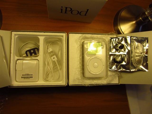 Nếu bạn sở hữu chiếc iPod thế hệ đầu tiên và chưa bóc máy, hãy mang lên eBay và bán với giá 10.000 USD.