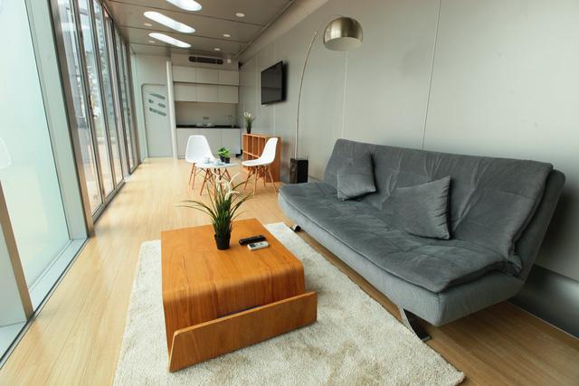 Không gian bếp và phòng tắm được xây cố định bên trong, nhưng phần mặt bằng còn lại do bạn tùy ý sắp xếp để phù hợp với sở thích cá nhân.