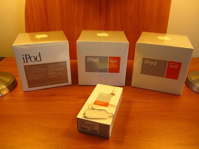 3 chiếc iPod Classic thế hệ đầu tiên được hét giá 50.000 USD.
