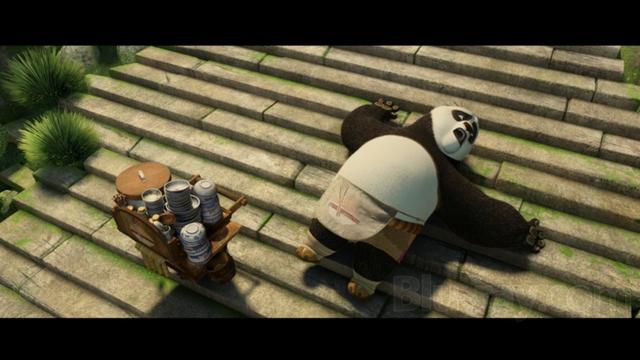 AnBot có lẽ không khỏi đồng cảm với anh hùng gấu trúc Po khi cả hai đều có kẻ thù không đội trời chung là những bậc cầu thang.