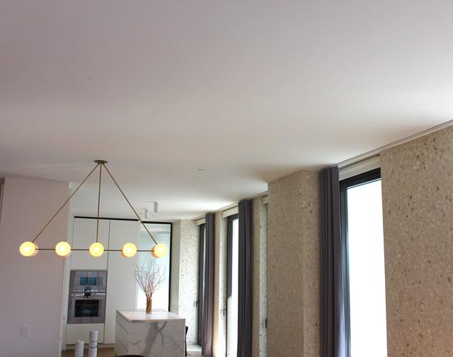Trần nhà cao gần 3 mét, cao hơn khá nhiều so với các tòa nhà khác trong khu vực. Phần lớn các căn hộ tại New York có trần thấp để dành diện tích cho đường dây điện, cũng như hệ thống sưởi và điều hòa không khí.