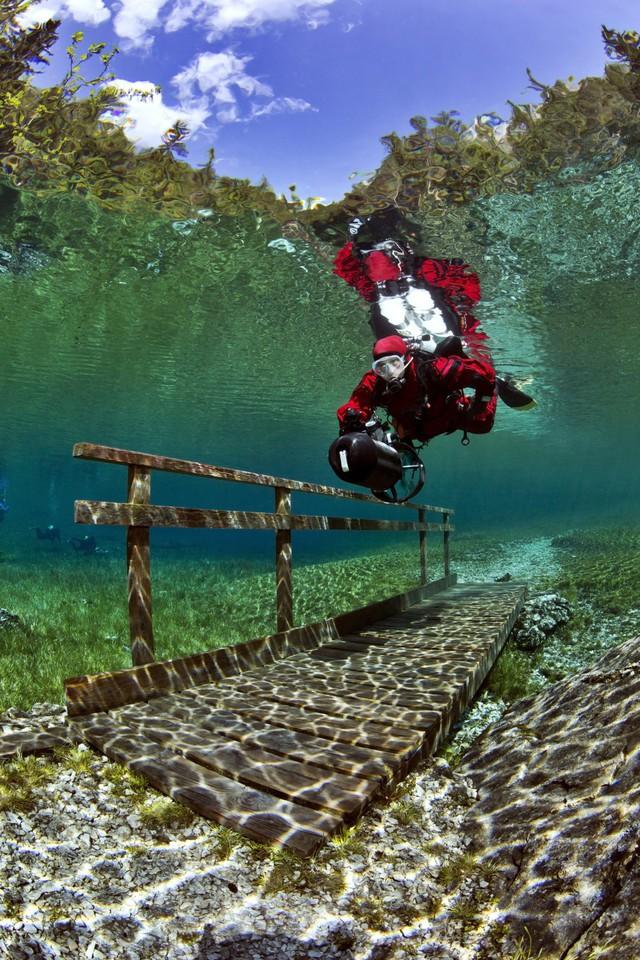 Các du khách đều cho rằng giữa mùa xuân là thời điểm hồ đẹp nhất trong năm.