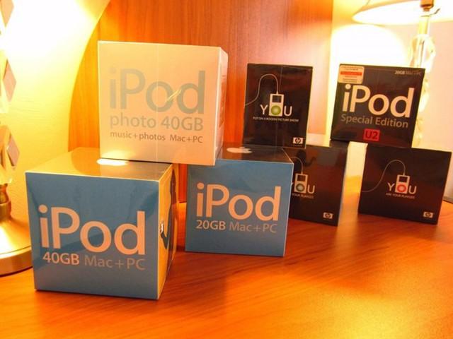 Bộ sưu tập bao gồm 7 chiếc iPod thế hệ thứ 4 cũng có giá 50.000 USD.