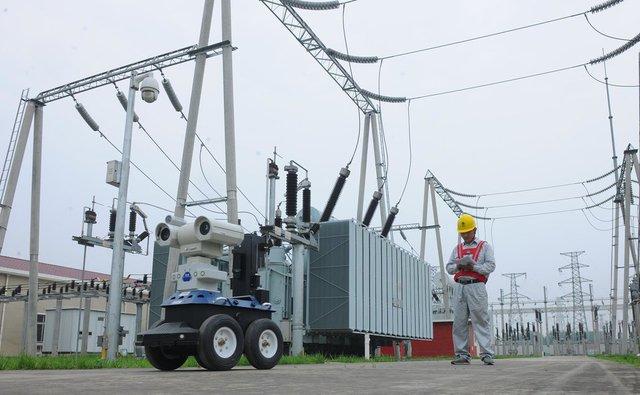 Trạm điện Chuzhou nhờ cậy robot để bảo đảm đường điện trong suốt thời gian diễn ra kỳ thi đại học.