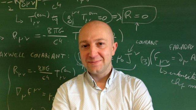 Giáo sư toán học André Füzfa, Đại học Namur, Bỉ