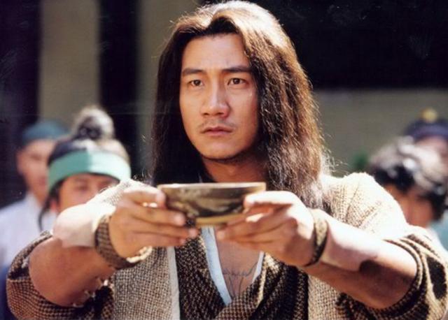 Tiêu Phong dựa vào một bộ võ công Giáng Long Thập Bát Chưởng đã có thể đưa danh tiếng bản thân và Cái Bang vang danh thiên hạ!