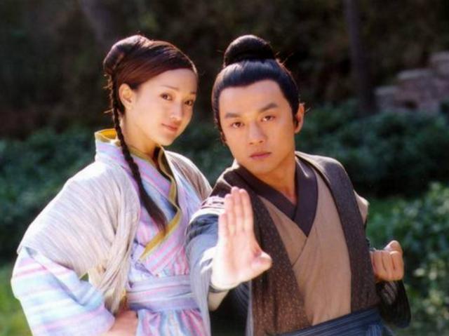 Không những may mắn gặp được mỹ nữ, Quách Tĩnh còn được Hoàng Dung giúp học được nhiều võ công tuyệt thế.