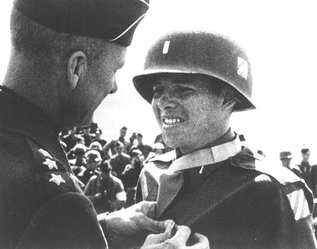 Huy chương đầu tiên trong serie những huy chương danh giá nhất anh sẽ được nhận từ quân đội Mỹ.