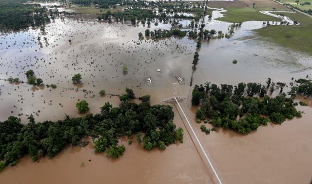 Texas ngập trắng trong lụt