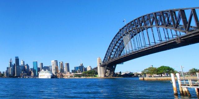 Hàng năm, có rất nhiều du khách đặt chân chinh phục Cầu cảng Sydney nổi tiếng này.